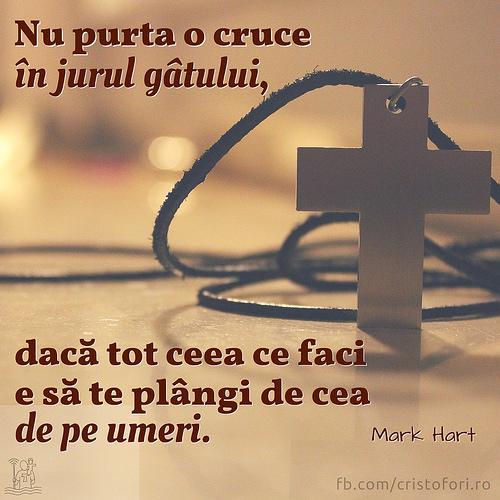 Crucea din jurul gâtului